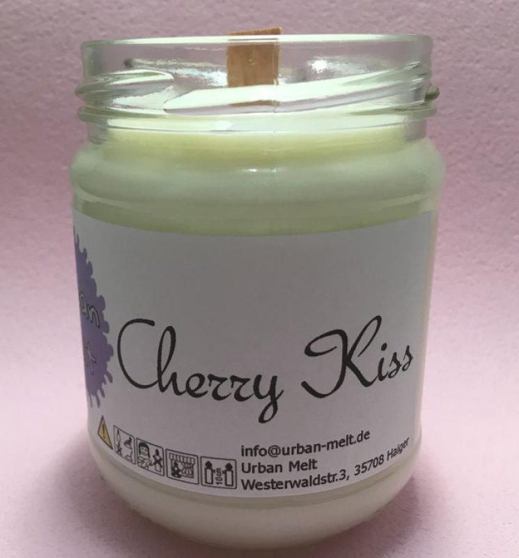cherry_kiss_candle1